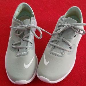 Nike sneakers 5Y slightly worn